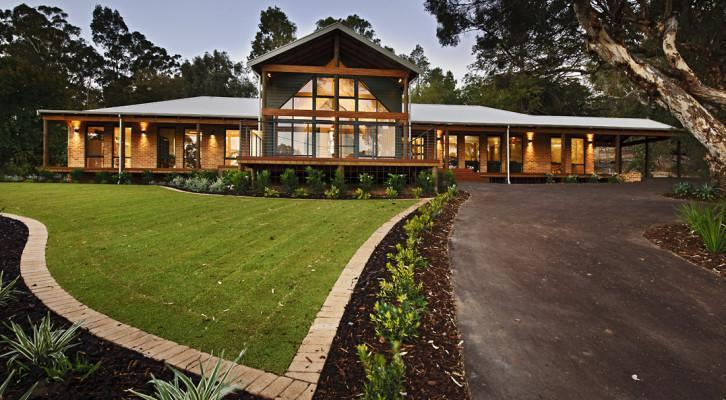 Homestead style homes australian homestead designs for Country plans owner builder