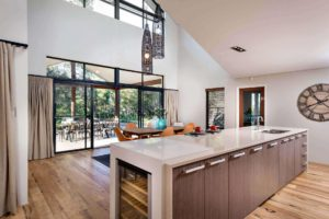 Rural Building Co - Open-plan kitchen and dining room