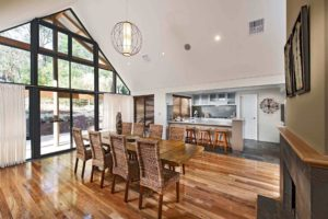Rural Building Co - Open-plan dining room and kitchen